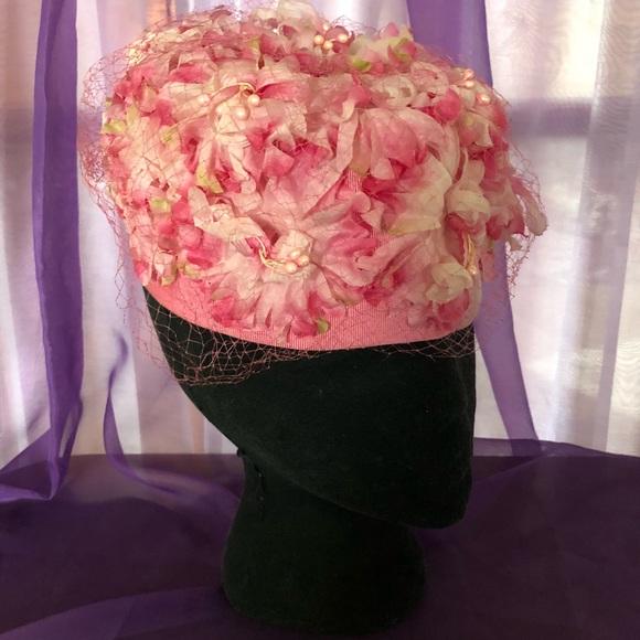 c997874d076c0 Vintage 1960s Silk Flower   Netting Pillbox Hat. M 5ae73bd636b9dec0c06cdeb5